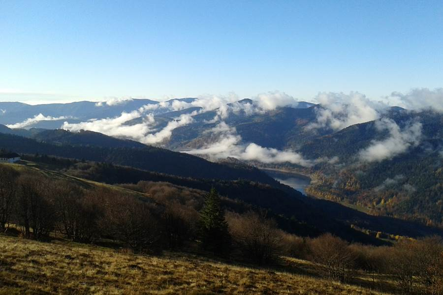 route des cretes massif des vosges lac de kruth