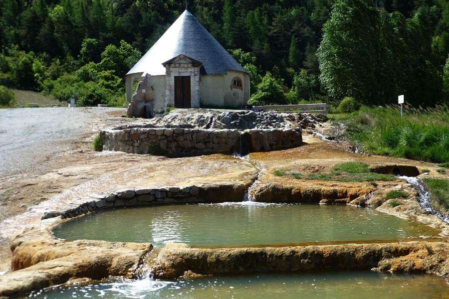Les sources thermales d'eau chaude du plan de Phazy