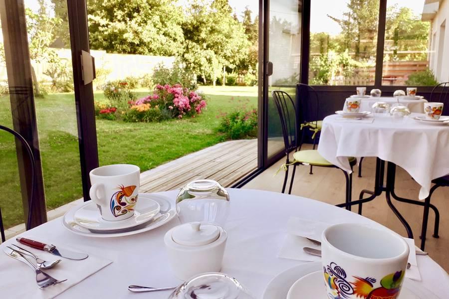 petit déjeuner avec vue sur le jardin