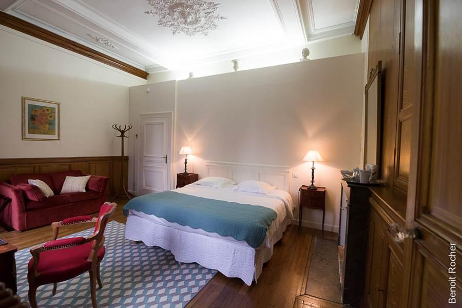 Suite 1 chambre, vue sur le jardin, boiseries, nouvelle-aquitaine, confort, luxe