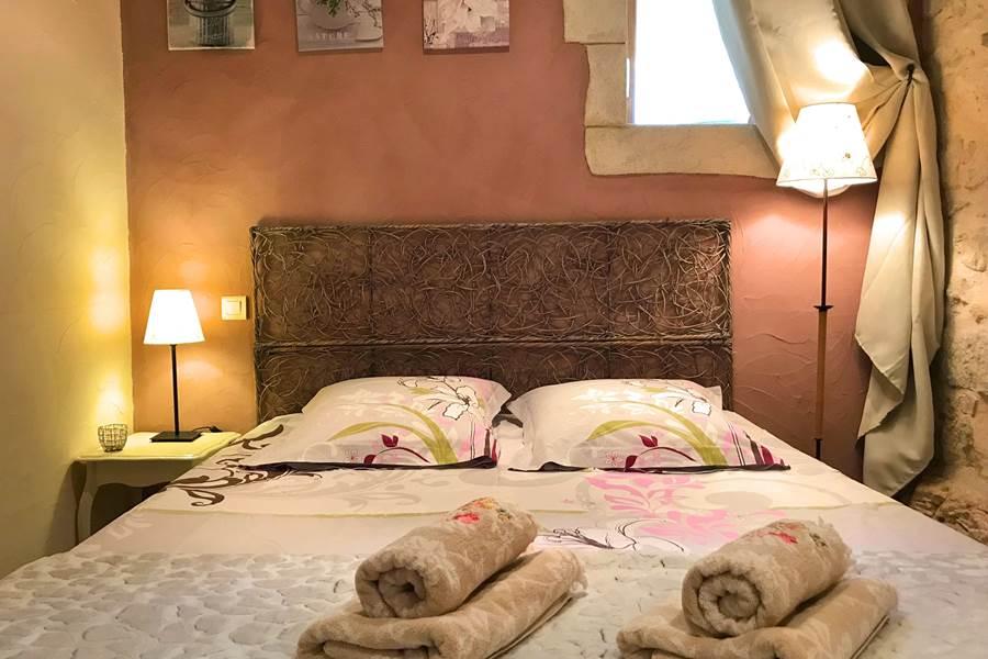 Chambre de La Grangette, grand lit de 160
