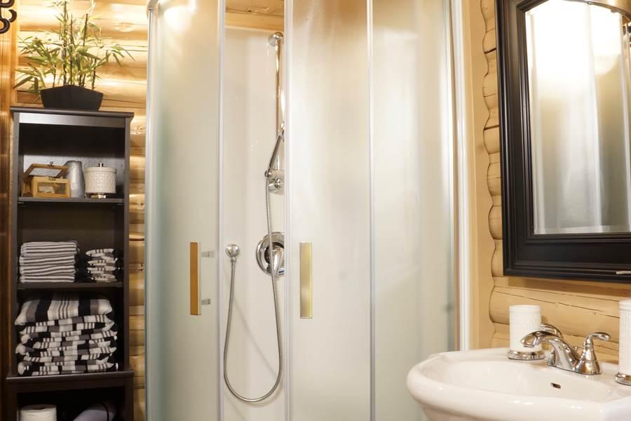 Forgeron salle de bain, Domaine le Bostonnais, La Tuque, Mauricie, Canada