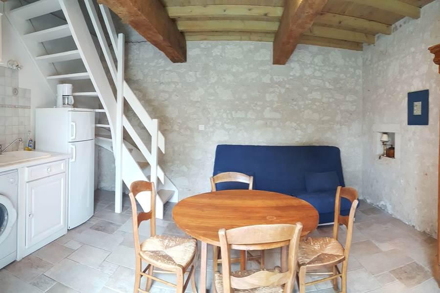Salle à manger du gîte le Pigeonnier à Saint-Loup