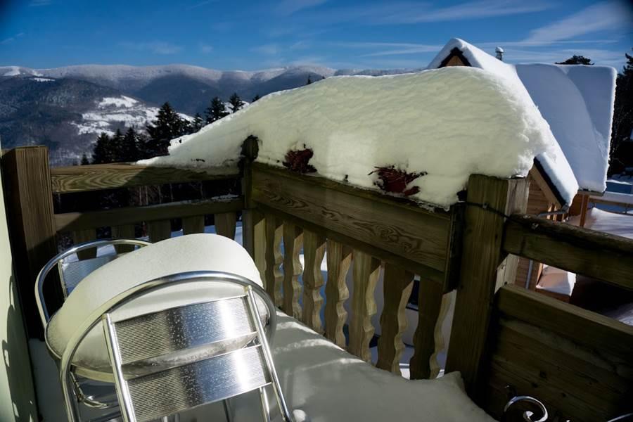 hotel balcon chambre flocons avec vue panoramique vosges