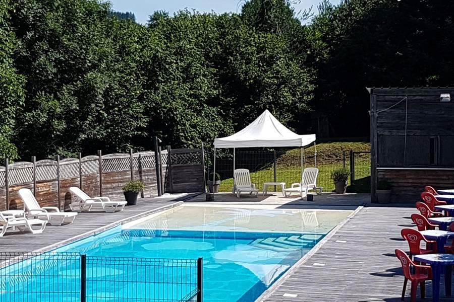 espace piscine au Ranch des Lacs-vacance en Limousin- bien-être, détente