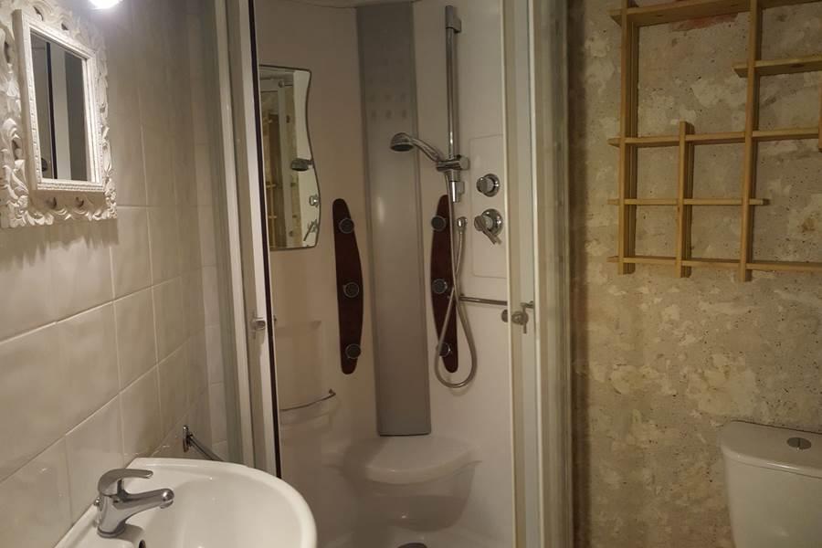 Salle de douche du gîte le Pigeonnier à Saint-Loup