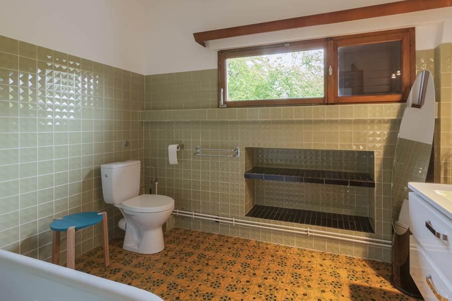 Salle de bain 2  Bathroom 2