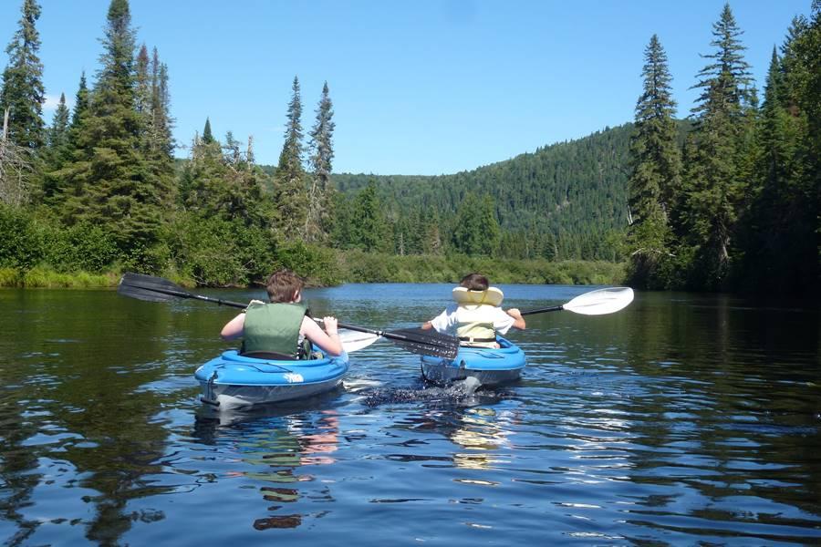 Activité kayak sur La Rivière Bostonnais, Domaine le Bostonnais, La Tuque en Mauricie