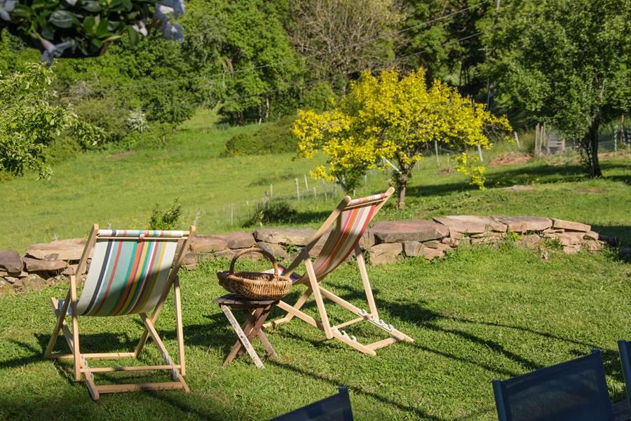 Détente et calme dans le jardin de la Grande Ourse, face à la vue imprenable !