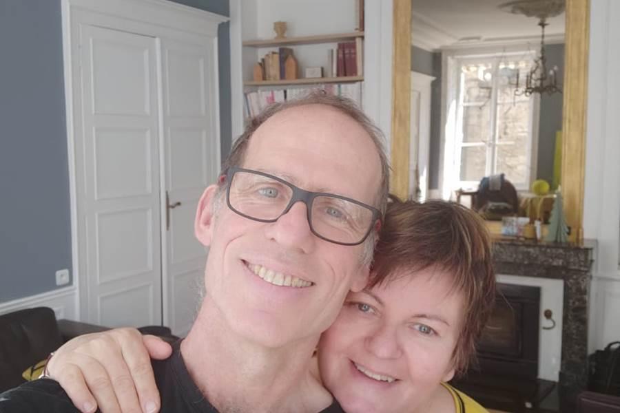 Martine et Bernard,  vos nouveaux hôtes au Manoir de l'Echauguette, vous souhaitent la bienvenue