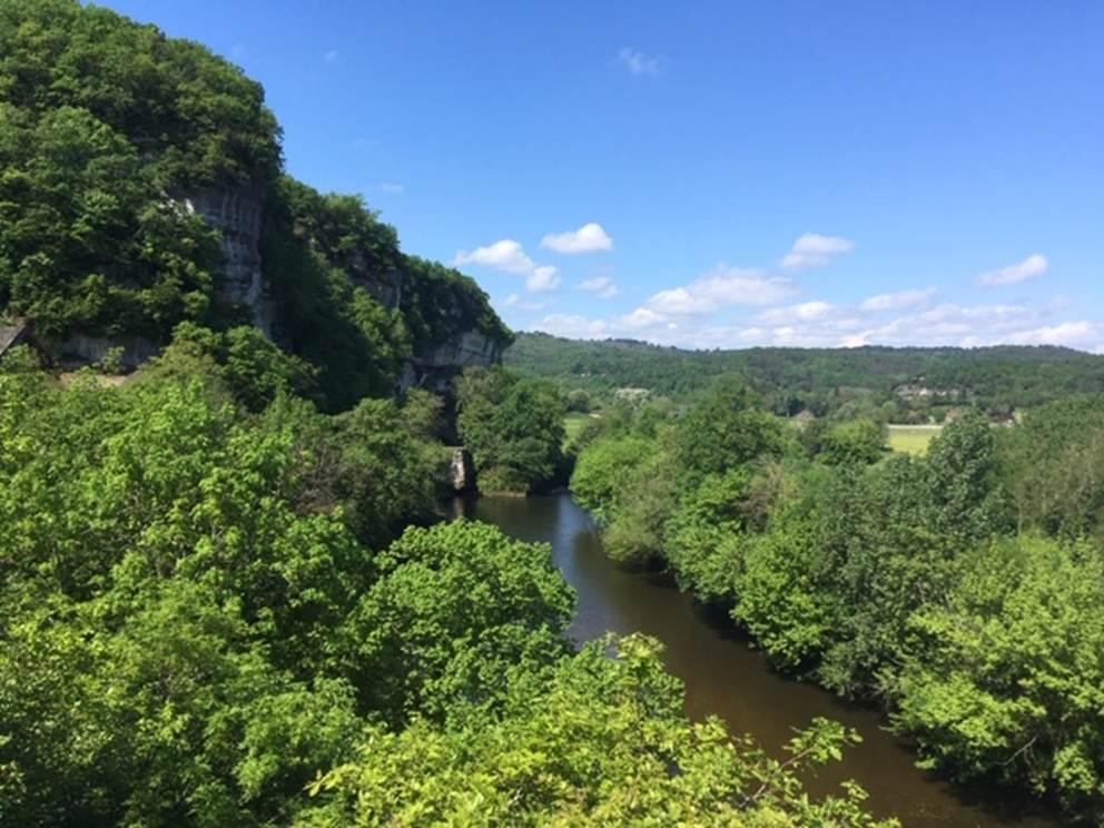 La Vallée Vézère, entre Montignac-Lascaux et Peyzac Le Moustier, Canoë Family