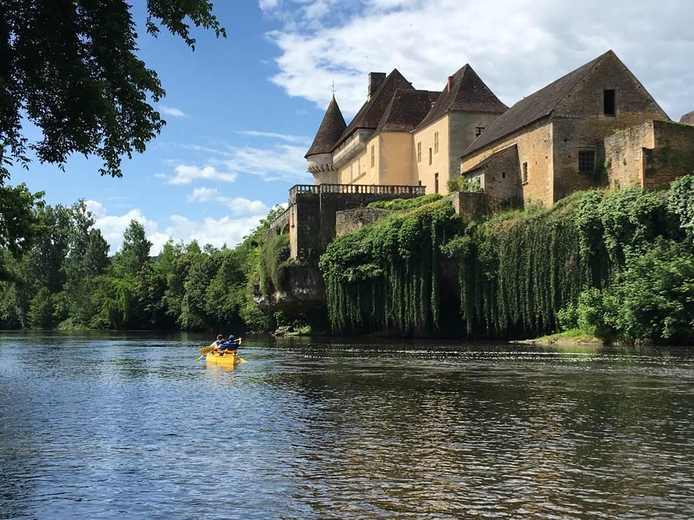 château de losse avec canoëfamily Saint Leon sur Vézère